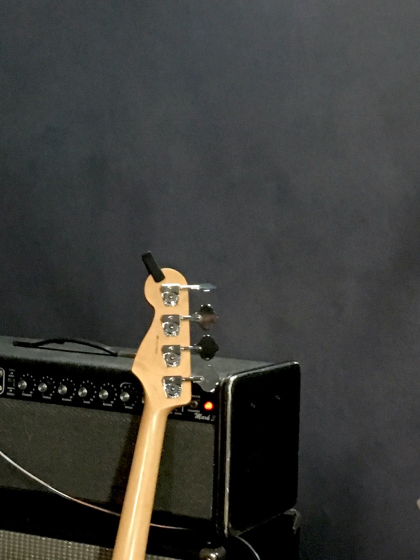 Gitarr mot högtalare