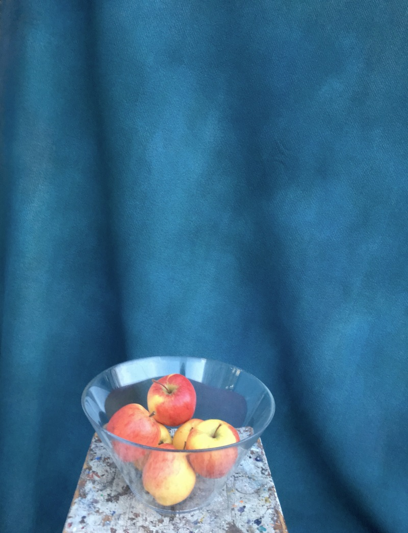 Turkost drap. stilleben äpplen